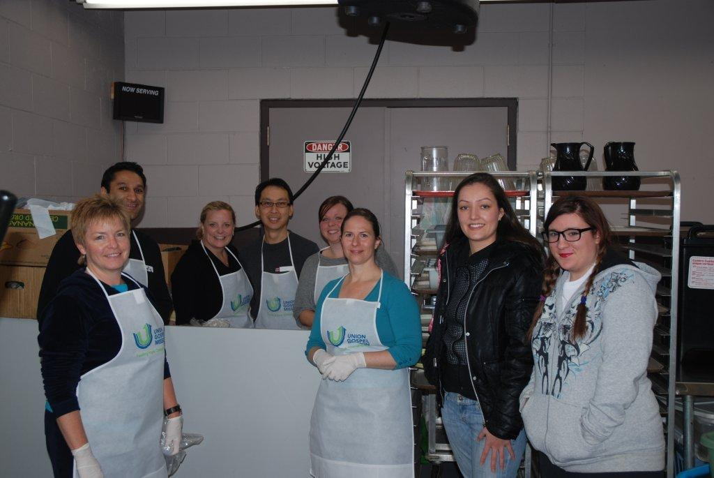 123Dentist.com members and the UGM staff served 200 meals at the Centre