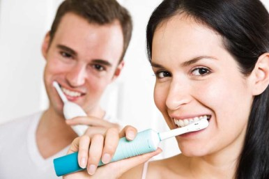 electric toothbrush couple smiling