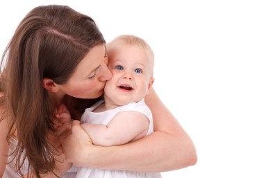baby-mom-kiss