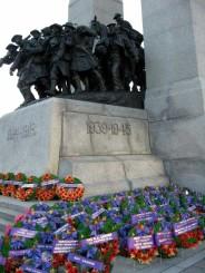 war-dates-statue-wreaths-resize